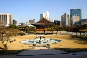 Kontrastenes Seoul: Gamle og nyte bygninger side om side